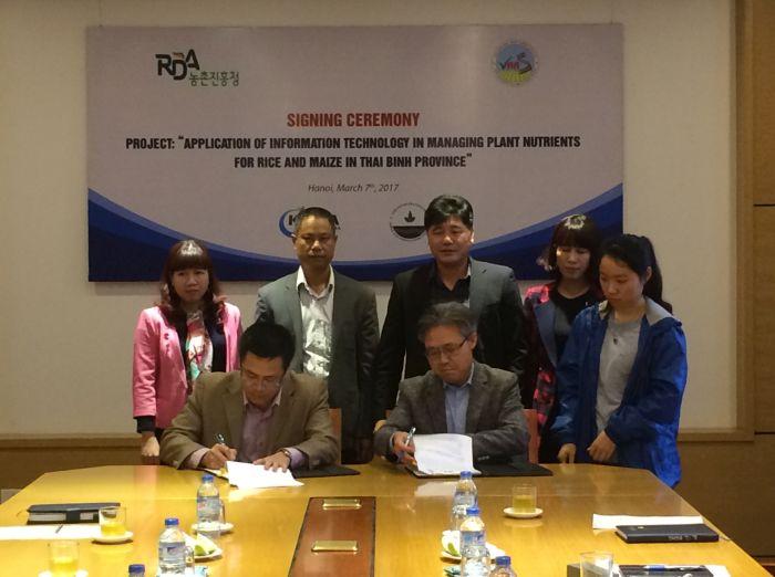 Lễ ký kết hợp đồng thực hiện dự án