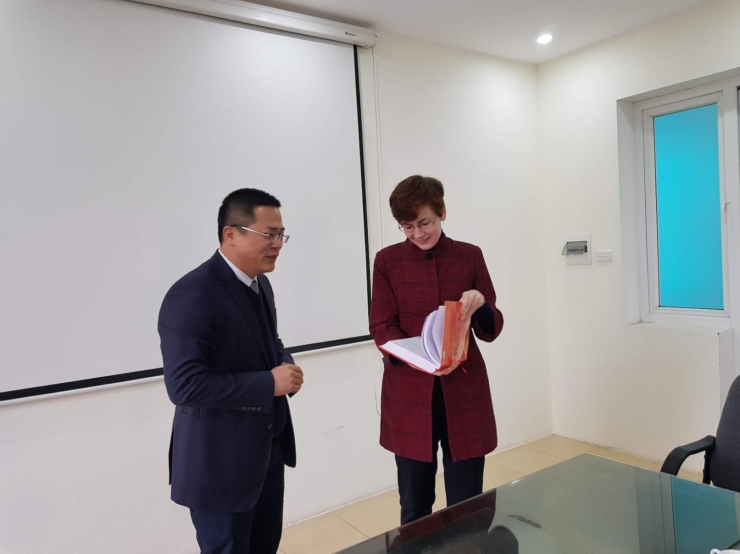 Viện Thổ nhưỡng Nông hóa đón tiếp đại diện ĐSQ Ucraina đến thăm và làm việc